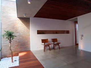 Balkon, Beranda & Teras Modern Oleh Ana Sawaia Arquitetura Modern