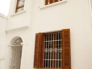 Casas modernas de Ana Sawaia Arquitetura Moderno