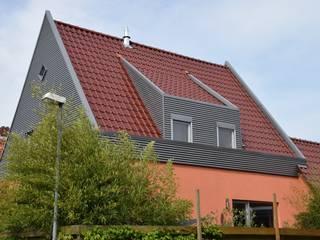 West/Südfassade:   von Architekturbüro Heike Krampitz