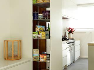 Open-Plan Kitchen/Living Room, Ladbroke Walk, London Modern Kitchen by Cue & Co of London Modern