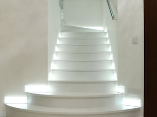 GRANMAR Borowa Góra - granit, marmur, konglomerat kwarcowy Pasillos, vestíbulos y escaleras de estilo moderno