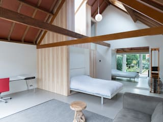 Modern style bedroom by UMBAarchitecten Modern
