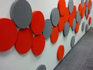 DOTS w przestrzeni biurowej. Projekt by Fluffo : styl , w kategorii Biurowce zaprojektowany przez FLUFFO fabryka miękkich ścian
