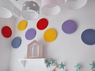 Wystrzałowa ściana Fluffo DOTS i TRIADA www.littleroom.pl: styl , w kategorii  zaprojektowany przez FLUFFO fabryka miękkich ścian