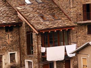L'edificio ristrutturato nel suo contesto.:  in stile  di Architettura & Urbanistica Architetto Dario Benetti