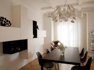 Haussmanien et Design Salle à manger minimaliste par ATELIER FB Minimaliste