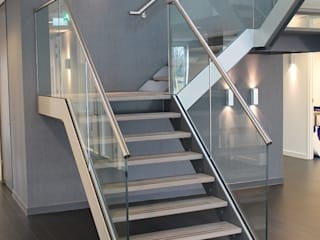 Vooraanzicht trappenhuis Kantoor Hendriksen Tubbergen:  Kantoorgebouwen door Draw2design