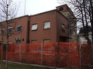 Casa della libertà, Dalmine: Case in stile in stile Classico di Carretti geom. Matteo