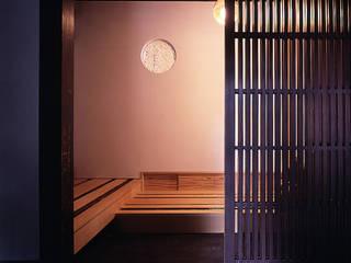 Couloir et hall d'entrée de style  par 岩本賀伴建築設計事務所