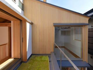 Balcon, Veranda & Terrasse modernes par 株式会社松井郁夫建築設計事務所 Moderne