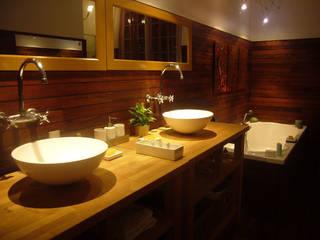 Salle de bain Teck:  de style  par CAYBO