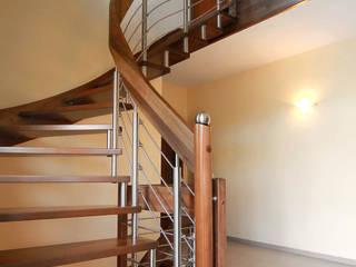 Holz und Edelstahl ergänzen sich ideal:  Flur & Diele von STREGER Massivholztreppen GmbH