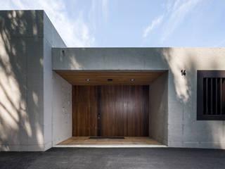 Haus Fluh:  Fenster von marte-huchler,Modern