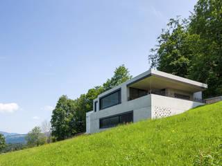 Haus Fluh:  Häuser von marte-huchler,Modern