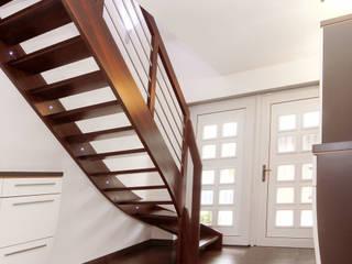 Stimmungsvolle Treppe im Innenbereich:  Flur & Diele von STREGER Massivholztreppen GmbH