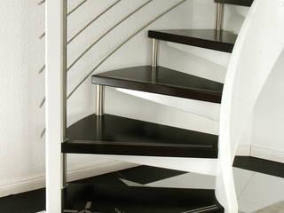 Stufe mit Einlage aus Edelstahl:  Flur & Diele von STREGER Massivholztreppen GmbH