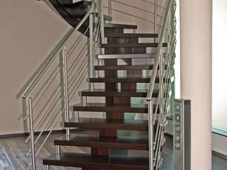 Freitragendes System :  Flur & Diele von STREGER Massivholztreppen GmbH