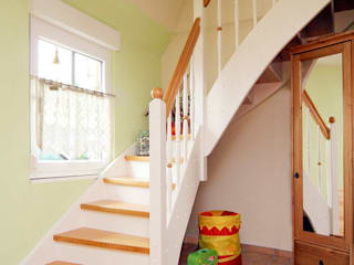 Scandinavian style corridor, hallway& stairs by STREGER Massivholztreppen GmbH Scandinavian