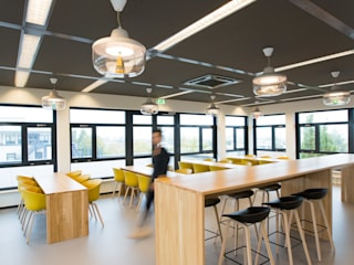 Modern offices & stores by ontwerpplek, interieurarchitectuur Modern
