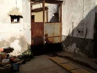 Casa Campidanese-Rudere:  in stile  di Concreta di Alessandro Rocca