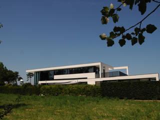 Maison Plume: Maisons de style de style Moderne par AGENCE MICHEL TORTEL