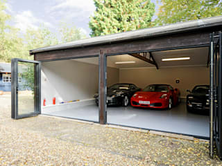 Garage conversion for luxury cars Garajes de estilo moderno de ROCOCO Moderno