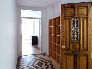 osb arquitectos Eclectic style corridor, hallway & stairs