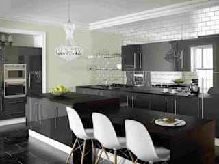 Dark coloured kitchen images di Dream Doors Ltd Moderno