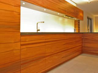 Küch K. Moderne Küchen von rother küchenkonzepte + möbeldesign Gmbh Modern