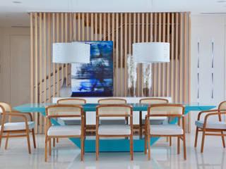 Moderne eetkamers van Leila Dionizios Arquitetura e Luminotécnica Modern