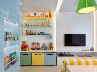 Leila Dionizios Arquitetura e Luminotécnica Stanza dei bambini moderna