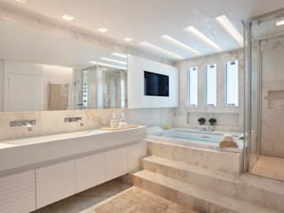 Baños de estilo moderno de Leila Dionizios Arquitetura e Luminotécnica Moderno