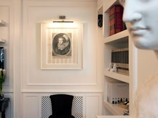 Black & White: Soggiorno in stile in stile Classico di Studio di Architettura Alberto Ambrosini