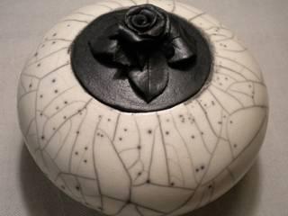Rosa nera di raku forme e pensieri Minimalista