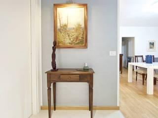 Ingresso casa: Ingresso & Corridoio in stile  di Modularis Progettazione e Arredo