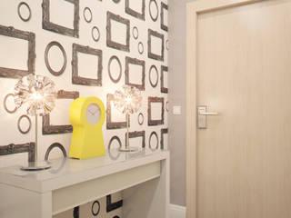 Minimalist corridor, hallway & stairs by Marina Sarkisyan Minimalist