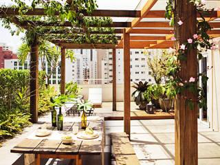 Balcones y terrazas de estilo moderno de SAO Arquitetura Moderno