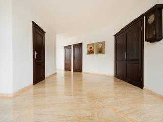 GRANMAR Borowa Góra - granit, marmur, konglomerat kwarcowy Pasillos, vestíbulos y escaleras de estilo clásico