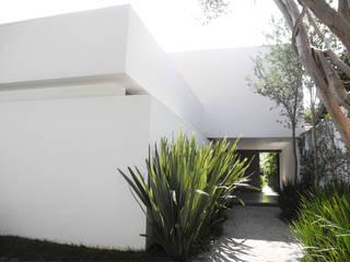 House - Rath Casas estilo moderno: ideas, arquitectura e imágenes de SAO Arquitetura Moderno
