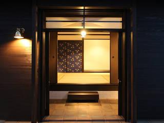 Puertas y ventanas de estilo asiático de 安井正/クラフトサイエンス Asiático
