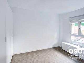 Minimalist bedroom by osb arquitectos Minimalist