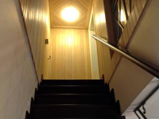 Бюро Акимова и Топорова 乡村风格的走廊,走廊和楼梯