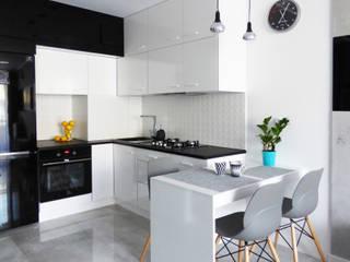 Modern Kitchen by Interiori Pracownia Architektury Wnętrz Modern