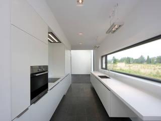 Küche F.: moderne Küche von rother küchenkonzepte + möbeldesign Gmbh