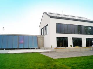 Nutzung Solarenergie: moderne Wohnzimmer von Karl Bachl GmbH & Co. KG