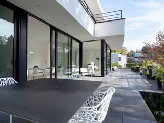 Terrazas de estilo  de ISABELLE LECLERCQ DESIGN