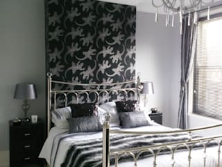 Glamorous Monochrome Bedroom Kerry Holden Interiors Camera da letto eclettica