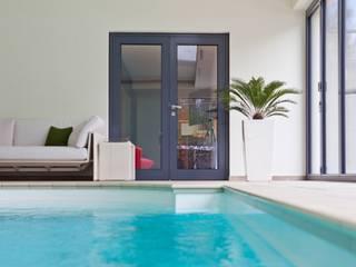 MODERNE VILLA MIT PRIVATEN WELLNESSBEREICH Moderne Pools von stonewater Modern
