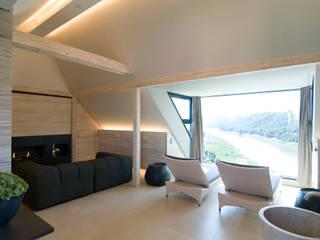 Privater Wellnessbereich im Dachgeschoss:  Spa von stonewater