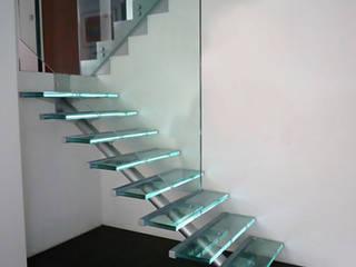 Escalier en verre:  de style  par Snbv - Bruge Valé